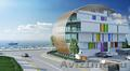 Бизнес-центр будущего через дорогу от пляжа,  с видом на море.